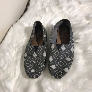 TOMS grey and white patterned classic slip-one